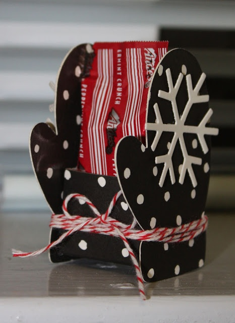 "tutorial: Mitten ""Sleigh"" Candy Treat Box"