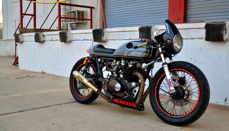 Sweet little Honda. I think it's a cb350, but honestly not sure with all these modifications. It looks like it'd be super fun to rip around on!: Cb500 1975, 1975 Honda, Café Racers, Custom Motorbikes, Motorbikes Galleries, Classic Motorcycles, Honda Cb500, Cafe K-Cup, Cafe Racers