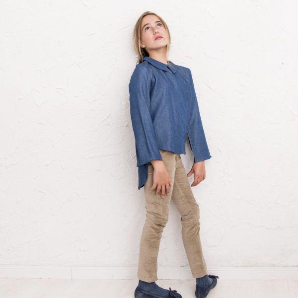 Pantalón pitillo Metz vaquero con elastán, cremallera lateral y cinturilla trasera elástica.