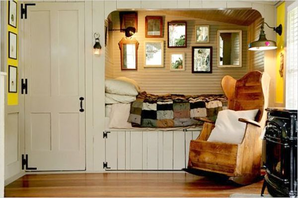I want to curl up in this cubby & take a nap.