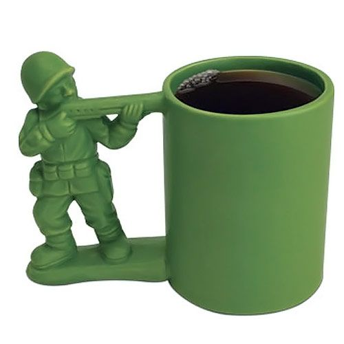 Taza de un soldado de plástico verde