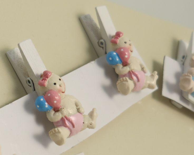 art 19994 mollettina legno cm 3 h 4.5 con baby rosa o celeste- scatola  http://www.glesa.it/articoli/19994 #battesimo #bomboniere #mollette