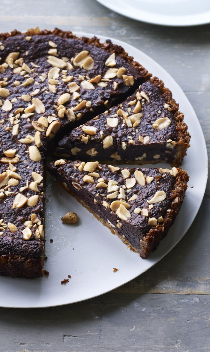 A tart base made of salted crisps, filled with chocolate and peanuts... oh, yes. It's all your dreams come true.