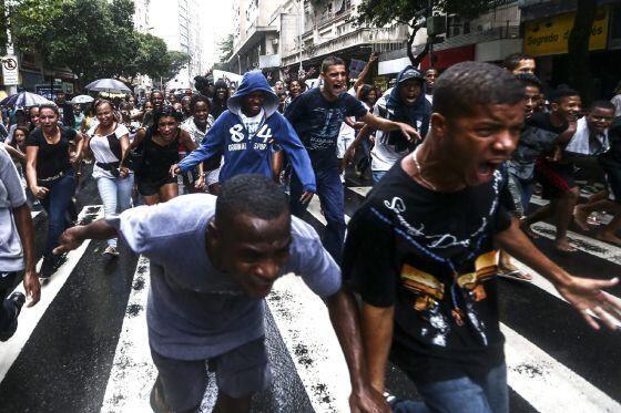 Pueblo de Brasil protestará en Copa Fifa 2014 en Brasil.Gobierno teme rebelión popular en país con tanta desigualdad pic.twitter.com/DnKu4XCdjd