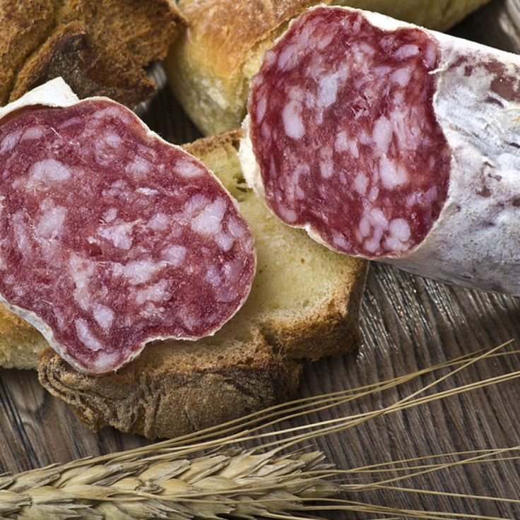 Salame Piacentino DOP Avvolgente aroma di carne stagionata e leggero sentore di spezie, Dal sapore delicato e quasi dolce