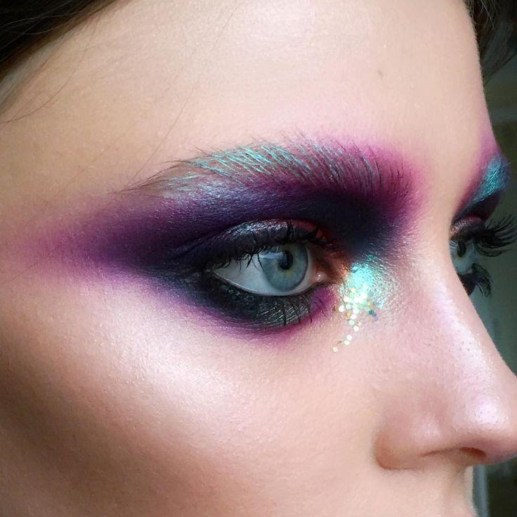 Iridescent eyes by https://www.instagram.com/tominamakeup/