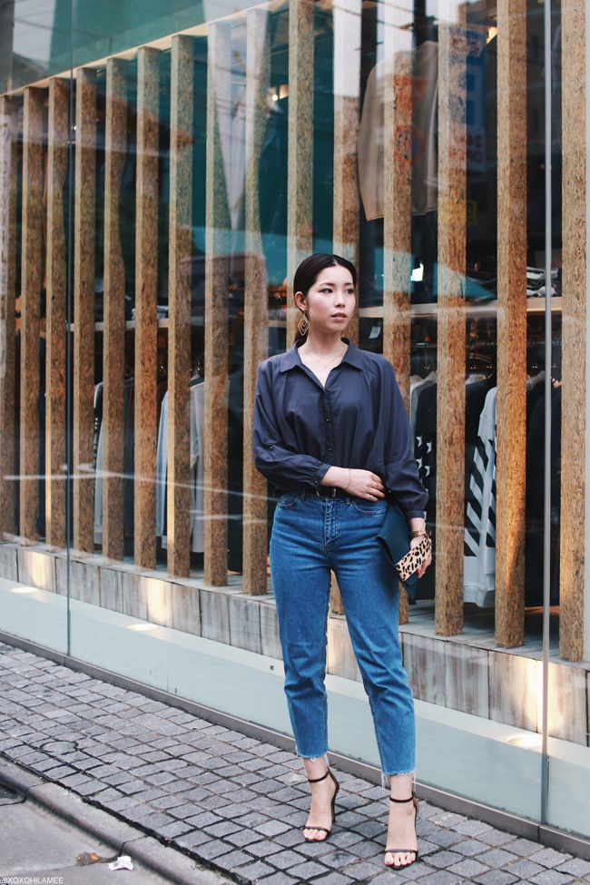 Japanese Fashion blogger,MizuhoK,OOTD,Navy blue shirt,H&M frayed hem Mom jeans,CHOIES heels,Leopard & moss green clutch bag,casual chic
