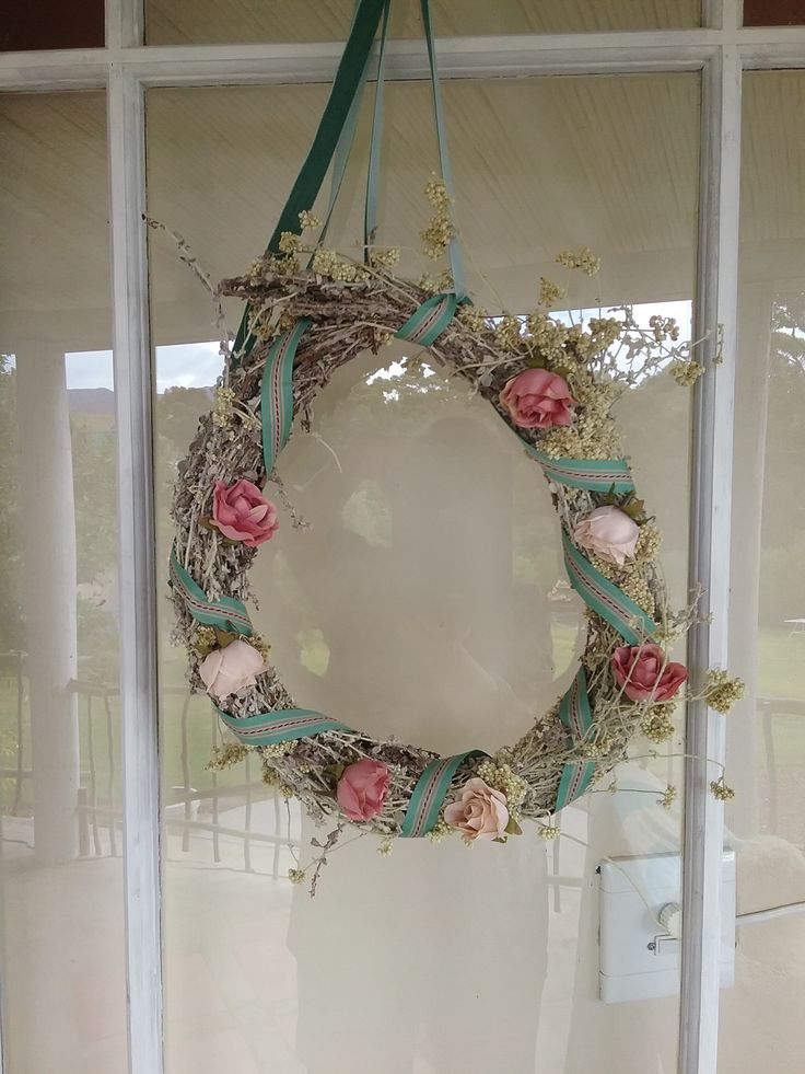Bought a beautiful fynbos wreath from The Red Windmill, Napier; vintage soft green velvet ribbon and  green / cream & red grograin ribbon from Meelmuis, Bredasdorp. And added silk baby roses. I think they can stay up all through the year