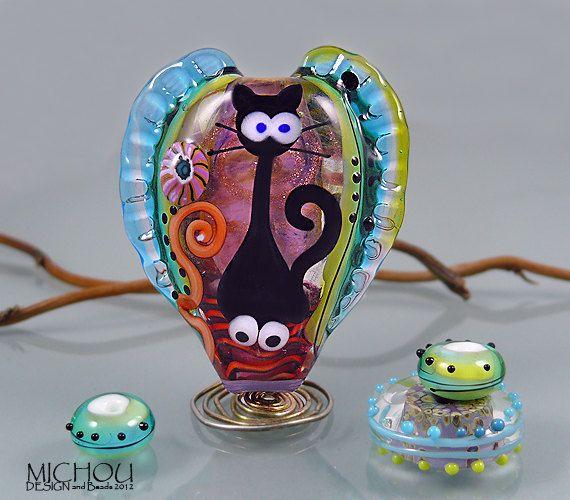 cat lampwork focal bead by michou p anderson