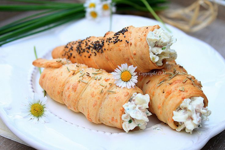 Cheese Rolls with Cream