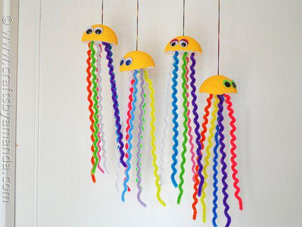 Cute rainbow jellyfish - CraftsbyAmanda.com A fun craft to do while studying Oceans!