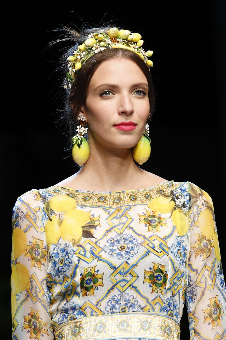 Spring Accessories Trends - Crown Jewels - Dolce & Gabbana