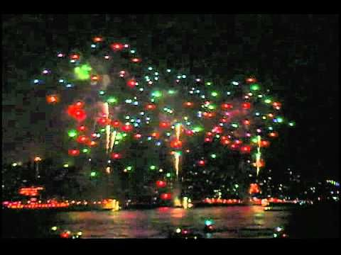 A spectacular fireworks display set to the ever so apropos Handel: Music for the Royal fireworks. (Traditional/Classic Bride)