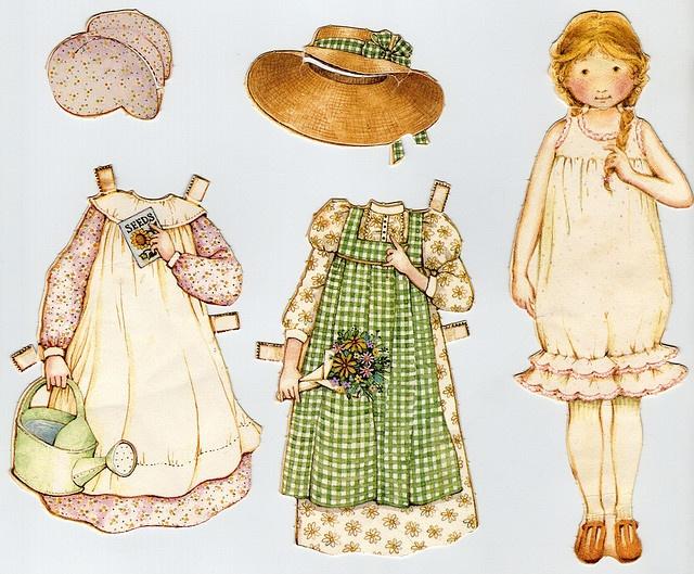 j'aimais habiller mes poupées en papier