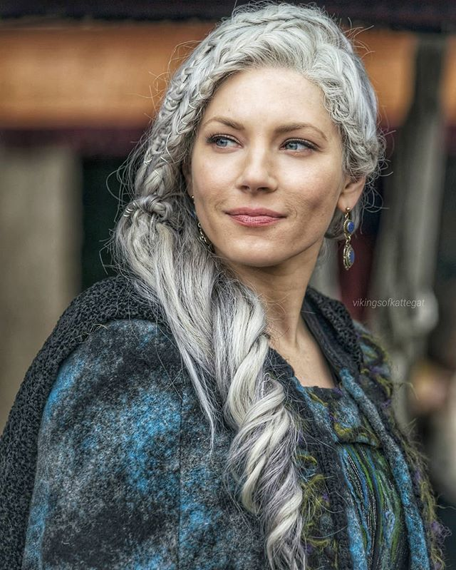 Look At This Beauty New Pic Of Lagertha In Vikings 5x12 Viking Hair Vikings Lagertha Lagertha