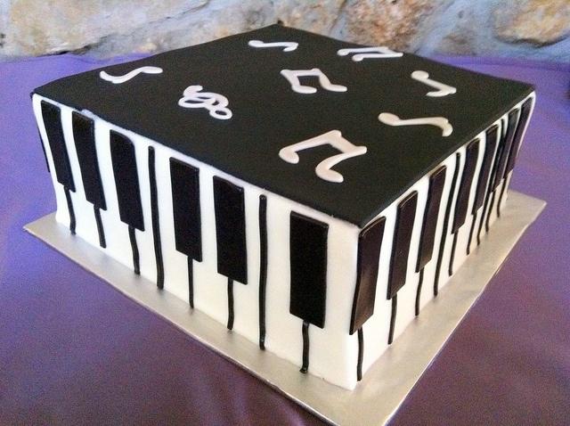 piano-cake-1 by dpasteles cake shop (San Antonio, TX), via Flickr