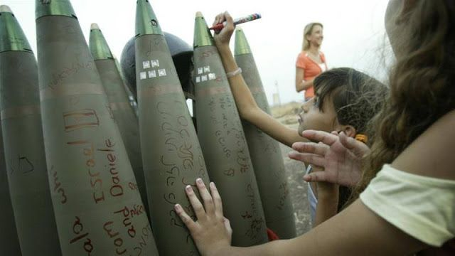"Israel didik anak Yahudi dengan kebencian  Anak-anak Yahudi tulis ucapan di bom (Al-Jazeera)  Stanley L Cohen aktivis pengacara dan hak asasi manusia di Timur Tengah dan Afrika menyebut Israel sebagai ""Rumah Kebencian"" dalam tulisannya yang dimuat di situs berita Al-Jazeera. Menurutnya Israel adalah suatu kelompok masyarakat atau budaya yang lahir dan tumbuh dari kebencian jauh sebelum hari pertama Nakba. Cohen mengaitkan rasa benci Israel dengan kekejaman yang mereka alami pada masa Perang…"