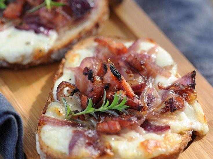Découvrez la recette Bruschetta aux oignons et lardons sur cuisineactuelle.fr.