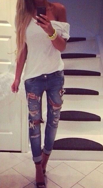 Spring Outfit - Ripped jeans & white top
