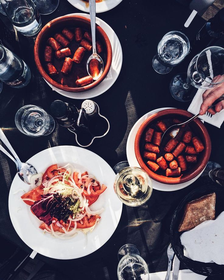 In 2017 i'll diet. Starting probably next monday #spanishfood #spanish #comida #sausages #kiełbasa #chleb #bread #breadlove #wine #tomate #tomato #pomidor #pomidory #ilovewine #wino #vino #simplepleasures #simplelife #tomatoes #espana #españa #hiszpania #spain #andaluzja #andalucia #vscospain #vsco #vscofood #igersspain #marbella