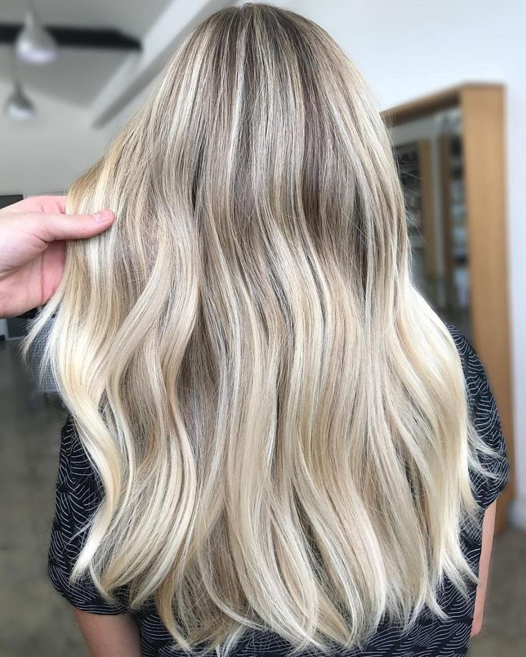 L I V E D - I N blonde perfection working with highlights & balayage to lighten and lengthen this colour right out ! Soft @redken root shadow of 9n 8Gn and an all over gloss of 09v 000 @olaplex water treatment to really strengthen the integrity of the hair ! Australian summer is coming do you have your dream blonde ?