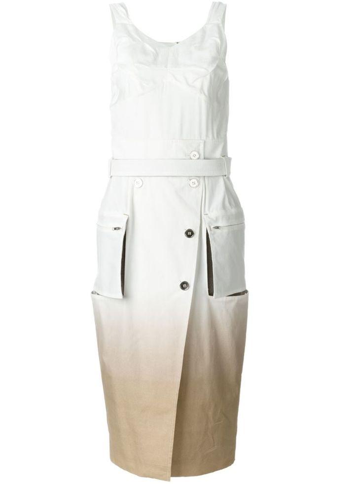 ¡Consigue este tipo de vestido informal de MAISON MARGIELA ahora! Haz clic para ver los detalles. Envíos gratis a toda España. Maison Margiela - Degradé Effect Dress - Women - Silk/Cotton/Linen/Flax/Polyester - 40: White and nude cotton-linen blend degradé effect dress from Maison Margiela featuring a v-neck, a sleeveless design, a concealed rear zip fastening, a fitted silhouette, a front button placket, a belted silhouette, side zipped pockets, a mid-length and a rear central vent. Siz...
