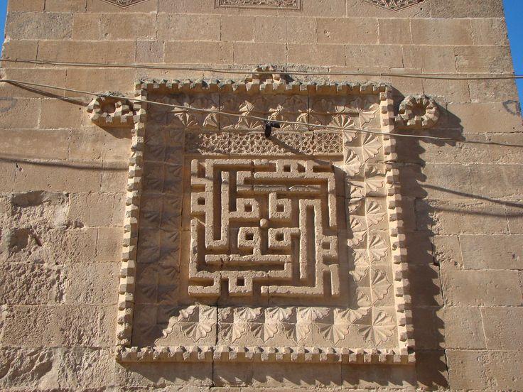 Hasankeyf Süleyman Camii. Kufi yazı sanatı El Rizk Mosque – The Mosque was built in 1409 by the Ayyubid sultan Süleyman…