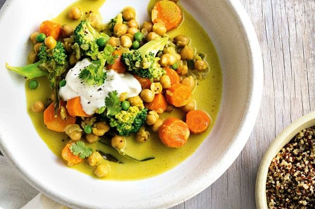 This low-cal, low-fat vegetarian curry is bursting with vibrant flavour, perfect for a cooler night!