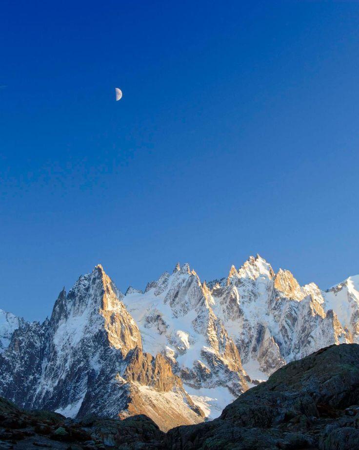La Chaîne du Mont Blanc, Alpes (The Mont Blanc massif, Alps)