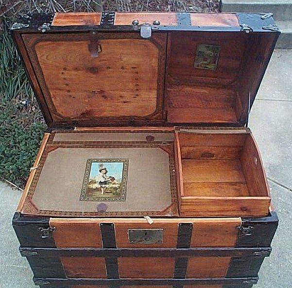 278 best suitcases images on Pinterest | Steamer trunk, Antique ...