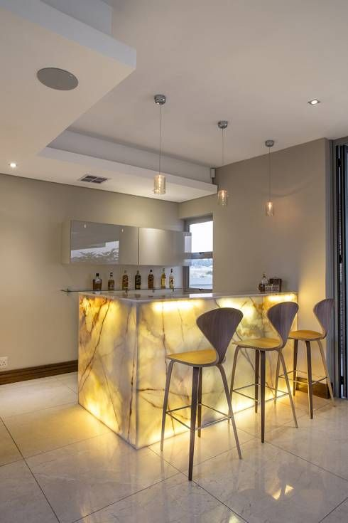 Awesome Moderne K che mit coller Beleuchtung von FRANCOIS MARAIS ARCHITECTS