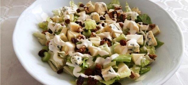 Ensalada Waldorf, la receta: La ensalada Waldorf pertenece al selecto club de ensaladas con nombre propio, como la Caprese, la César o la Griega y es muy...