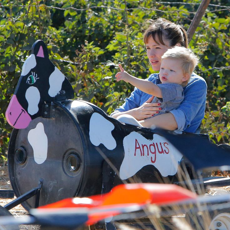 Jennifer Garner Hangs With Samuel and Dishes on Date Night With Ben