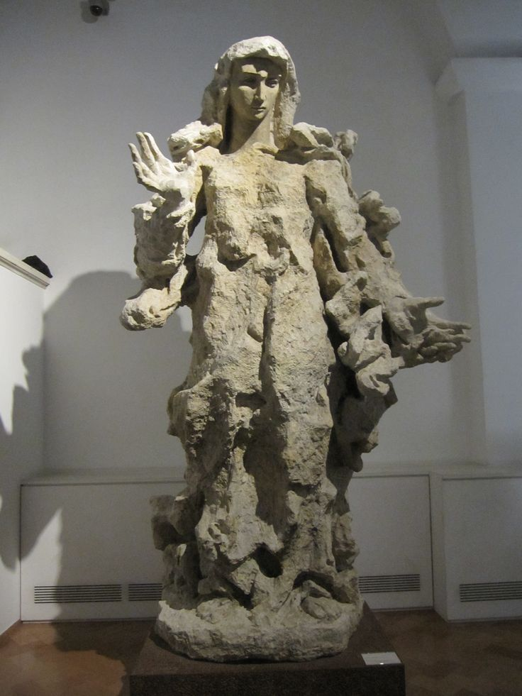 Madonna from Lucio Fontana, Vatican museum | Sculpture ...