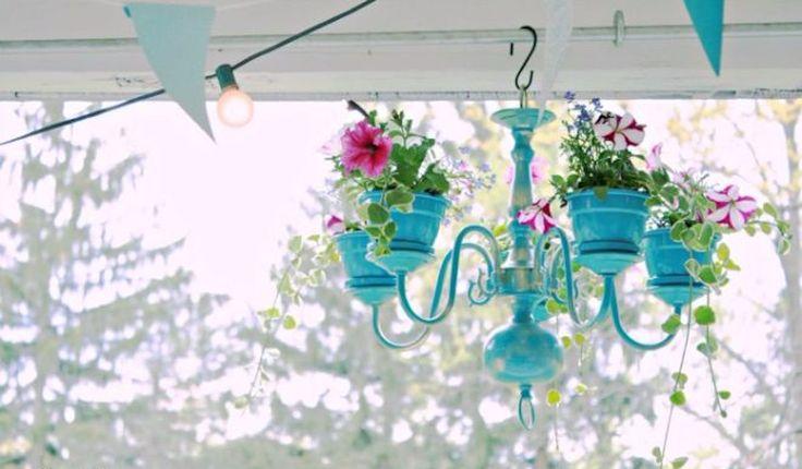 DIY: verander jouw oude kroonluchter in een verrassende bloempot!