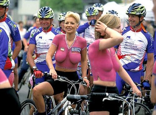 naked women on mountain bikes