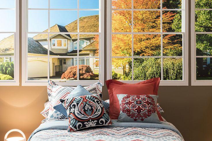 El dormitorio se convierte en el lugar donde sentirse cómodo y protegido por una gama de colores que destaca por el gran abanico de tonalidades grises y rojizas, así como colores tierra y azules. Más en www.lamallorquina.es