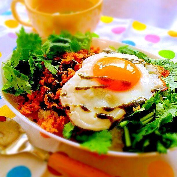 ❤︎お家ランチ❤︎ パクチー好き過ぎて、てんこ盛りに盛ってしまいましたー♪ - 27件のもぐもぐ - ガパオごはん&わかめスープ by tarapon