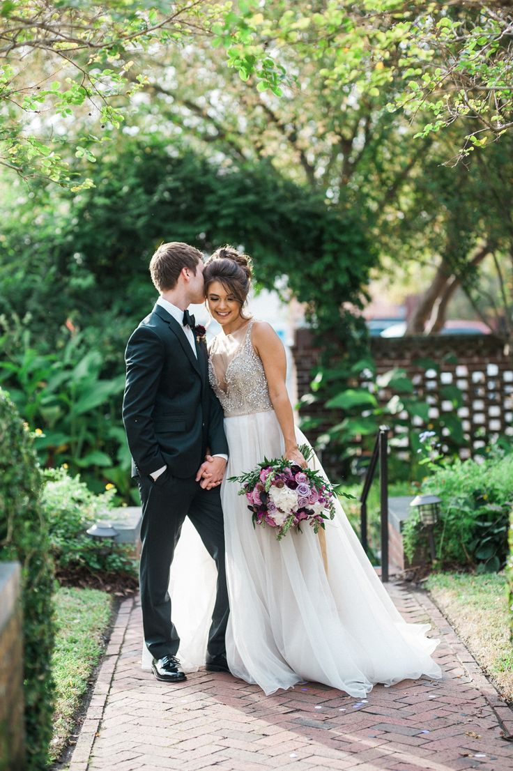 North Carolina brides! Whether you're recently engaged or in the stages of wedding planning we always recommend the annual Courtyards & Cobblestones event to meet the best wedding vendors in Southeastern North Carolina.  #sponsored #northcarolinaweddings | Photography: Susie Linquist Photography