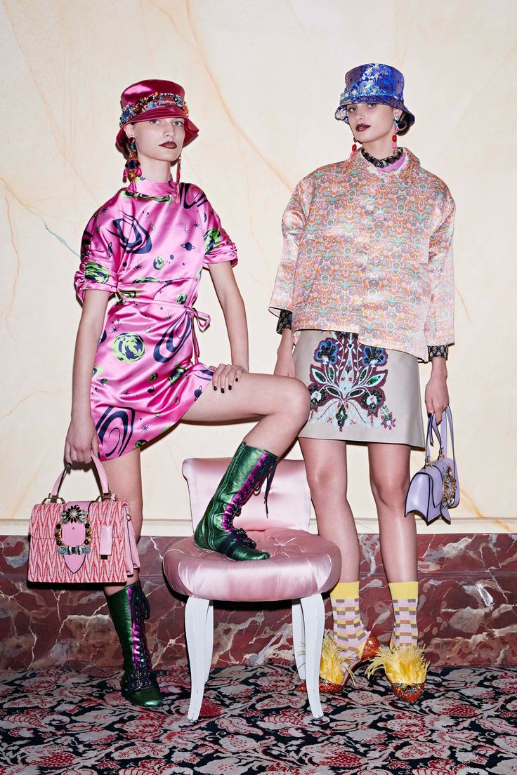 Miu Miu Resort 2017 Fashion Show  http://www.vogue.com/fashion-shows/resort-2017/miu-miu/slideshow/collection#8
