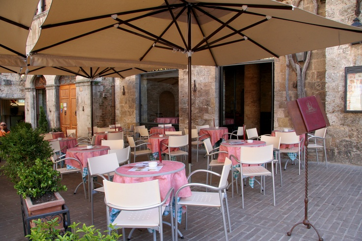 The Outdoor Restaurant is located on one of the most famous squares in Italy: Piazza della Cisterna. www.hotelcisterna.it