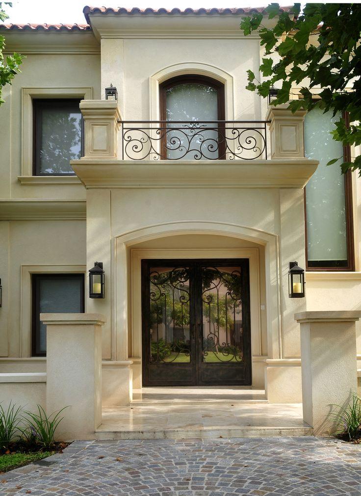 Obra: Fernandez Borda Arquitectura. Puerta de hierro forjado Delhierrodesign