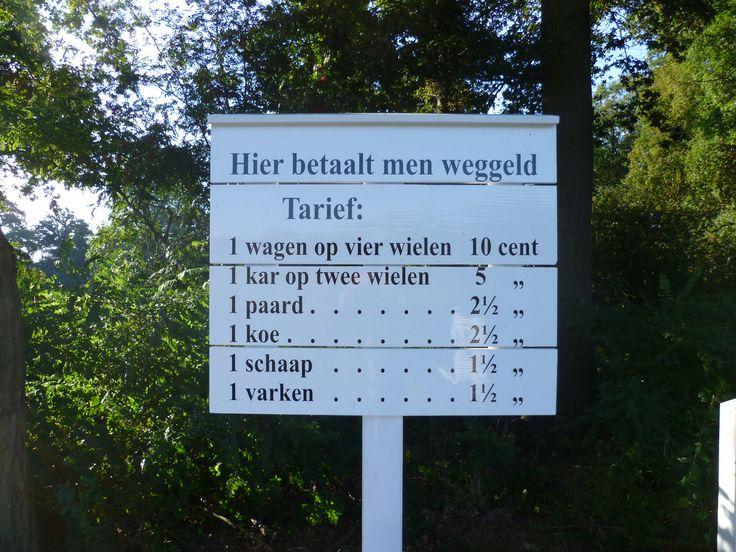 2013-09-29 Het tolbord bij Westerflier is onlangs opgeknapt en laat niets aan duidelijkheid over.