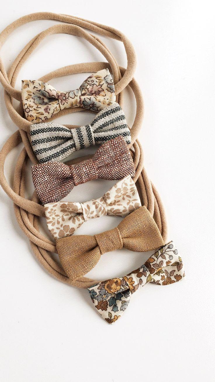 Kleines Mädchen Bogen Stirnbänder. Mini Flowers, Neutral, Browns, S