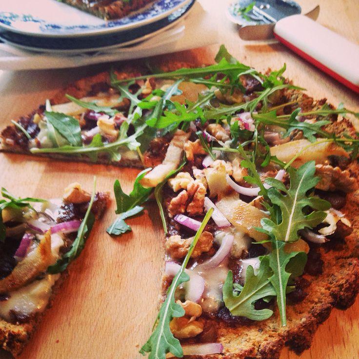 Cauliflower gluten free pizza base recipe http://estheramigo.com/2015/01/27/cauliflower-base-pizza-pizza-con-base-de-coliflor-no-gluten/