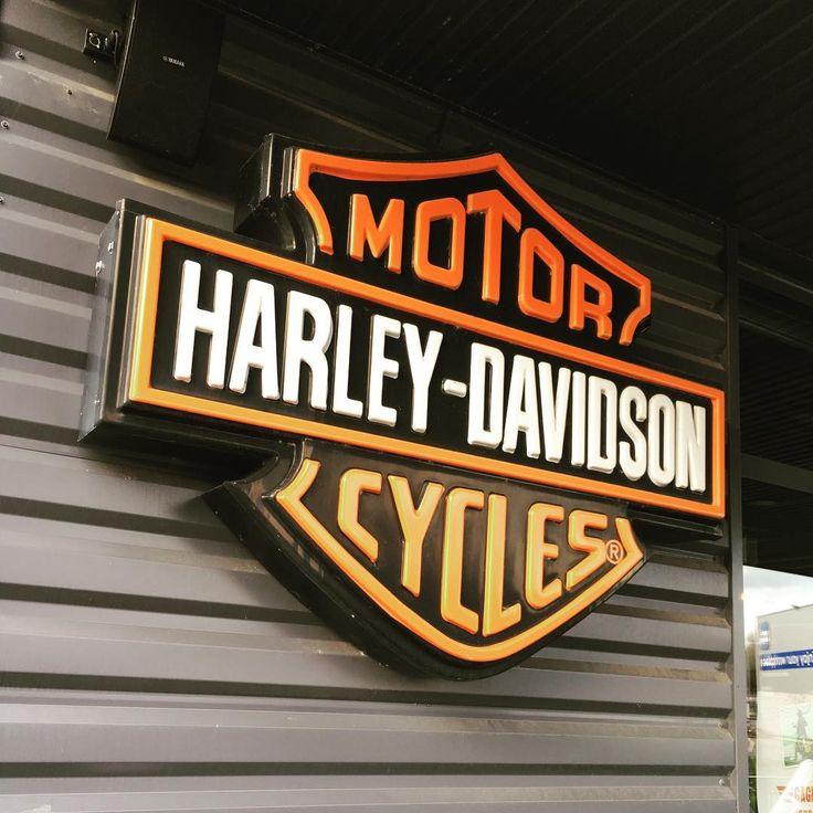 Moto Harley Davidson ! Un retour aux sources pour 2017 ? #moto #motorcycle #passion #americana #usa #usa���� #harleydavidson #harley #fortyeight #streetbob #fatboy #electra #electraglide #cvo #breakout #lifestyle #motard #bikers #hd #davidson #custom #roadking #2roues #bretagne #portedebretagne #nightster #103ci #slim #fatbob #streetbob http://www.butimag.com/hd/post/1468533462223149399_875604/?code=BRhR2c8ldlX