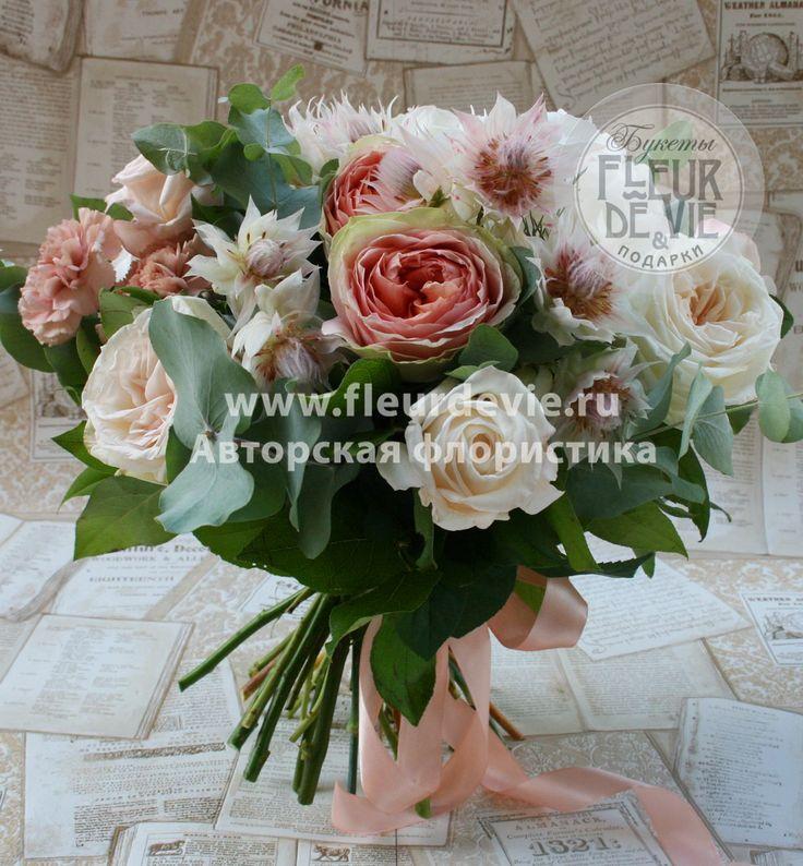 Купить букет пионовидных роз с гортензией с доставкой по Москве от Флёр де Ви.