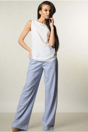 Елегантний повсякденний брючний костюм ідеальний для літньої спеки. Блузу  виконано з білосніжної жатої бавовни. Лляні брюки р…  4802753ec0493