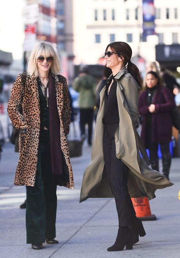 "Сандра Буллок и Кейт Бланшетт на съемках фильма ""Восемь подруг Оушена"" | Vogue Ukraine"