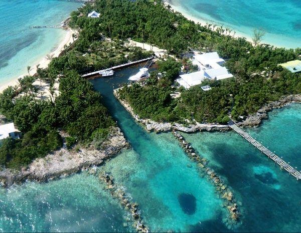Ilha Sandy Cay, nas Bahamas, teve preço reduzido de US$ 18 milhões para US$ 15 milhões. (Foto: www.privateislandsonline.com)